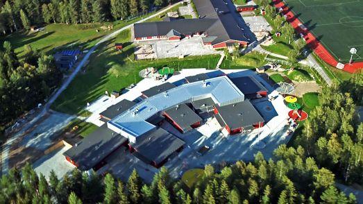 Sveriges modernaste skola. Den nybyggda Knut Lundmarkskolan från ovan. © Foto: Peter Lundberg.