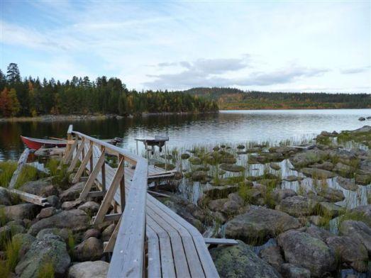 Utsikt över bryggan med fiskrensningsplats. © Foto: Anders Nilsson