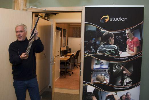 Kjell Sundvall inviger tevestudion på Älvsbyns gymnasium, Foto Peter Lundberg