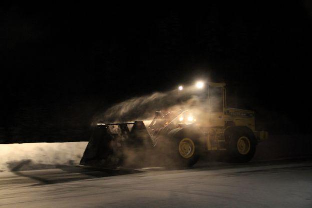 Vinterväghållning med traktor. Foto: Peter Lundberg.