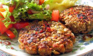 Veganska biffar med potatismos och sallad