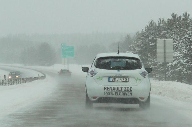100 % eldrivna Renault Zoe på väg E4 i elbilsrallyt 2016, Foto Elisabeth Viktorsson