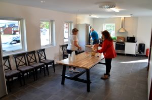 Den fina matsalen med toppmoderna kök i båda ändar.