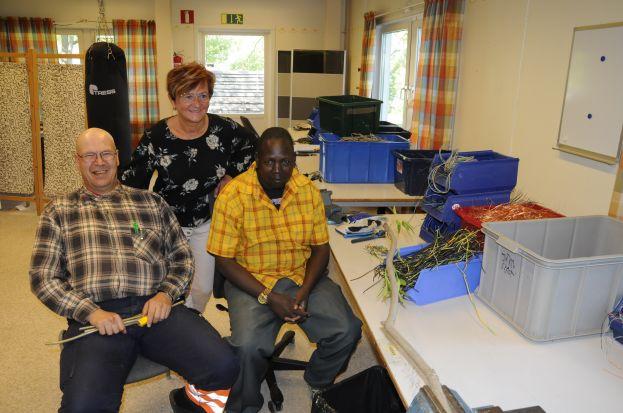 Kerstin Vikberg tillsammans med två av sina medarbetare. Foto: Robin Nilsson